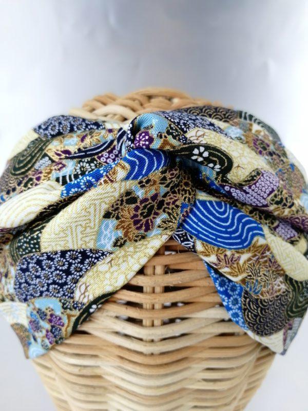 turbante estampado abanicos en tonos azules